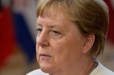 La canciller alemana Angela Merkel atiende a los medios en la reunión del Consejo Europeo.