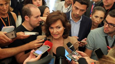 Carmen Calvo declara ante los periodistas después de la aprobación en el Congreso de la exhumación de Franco.