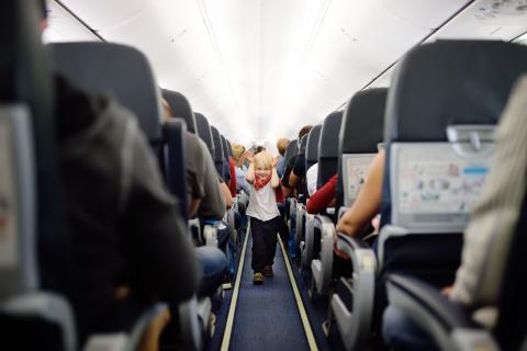 controla a los niños en los aviones