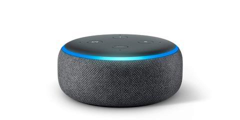 Echo Dot (3.ª generación), tela de color gris oscuro + Amazon Smart Plug, compatible con Alexa por menos de 40 euros
