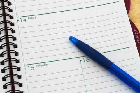 Escribir el mes antes que el día