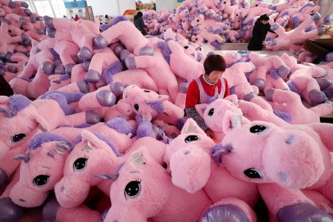 Una fábrica de unicornios de peluche en China.