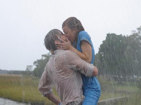 Ryan Gosling y Rachel McAdams como Noah y Allie en 'El diario de Noah'.