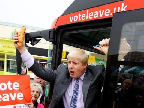 Finalmente, Theresa May se hizo con el puesto y nombró a Boris como secretario de estado de relaciones exteriores.