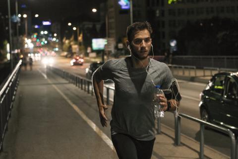 Haces ejercicio muy tarde y tu cuerpo está con exceso de energía