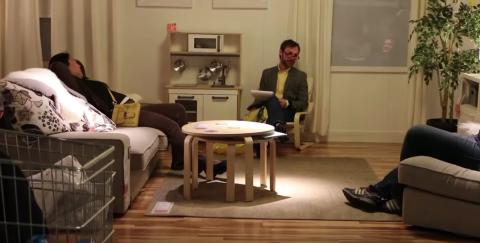 Hombre Terapia matrimonia en Ikea