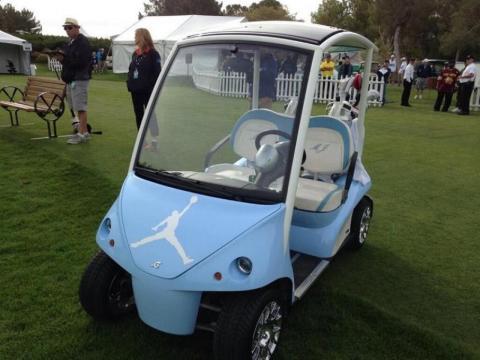 Incluso tiene un buggy personalizado con el logo de Air Jordan