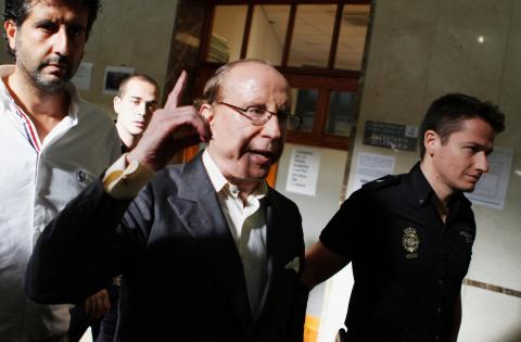 José María Ruiz-Mateos es conducido por la policía a un juicio por fraude en 2012