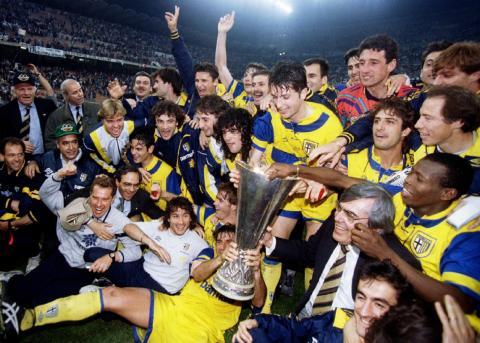 Los jugadores del Parma celebran su victoria en la Recopa de 1995
