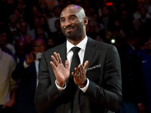 Kobe Bryant jugaba en el equipo de baloncesto de Los Angeles Lakers.