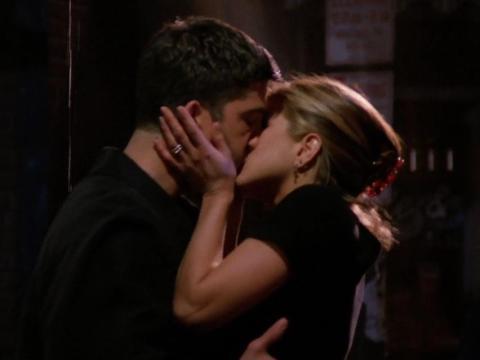 """David Schwimmer y Jennifer Aniston como Ross y Rachel en """"Friends""""."""