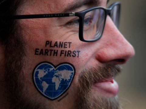 Un manifestante contra el cambio climático
