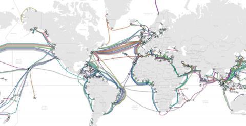 Un mapa que muestra la ubicación de los cables submarinos de Internet en todo el mundo.