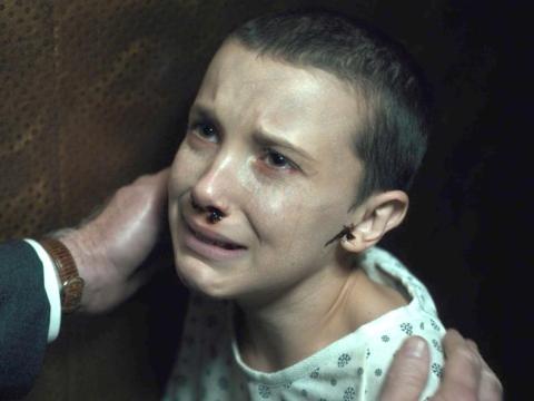 Brown se afeitó el pelo para las escenas traumáticas de la temporada.