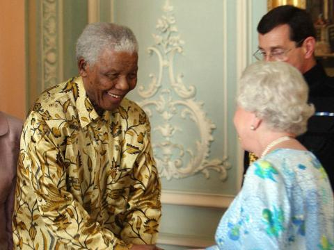 Nelson Mandela se reunió con la Reina para celebrar su 90º cumpleaños en Londres.