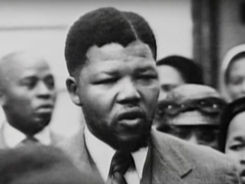 Mandela estudió como abogado antes de unirse a la lucha política contra el nacionalista del gobierno como miembro del Congreso Nacional Africano.YouTube / UN BELARUS