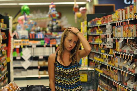 Puedes comprar snacks, champú y otros productos básicos