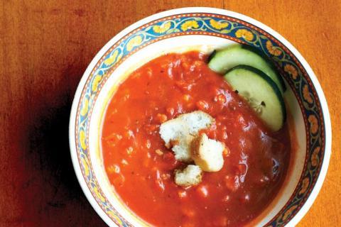 Las sopas frías son muy efectivas a la hora de refrescarse, y son también muy fáciles de digerir.