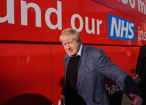 """Tras su renuncia, Johnson ha estado entre los críticos más duros de May en el Parlamento. En septiembre de 2018 dijo que el acuerdo que impulsaba May era """"sustancialmente peor"""". Johnson quiere un Brexit duro."""