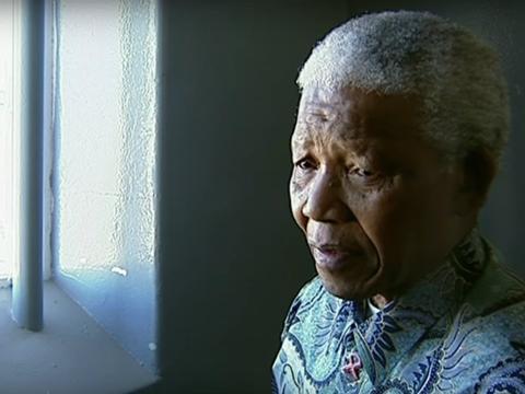 Dieciocho de los veintisiete años que pasó entre rejas fueron cumplidos en la celda que aparece en la foto, en la isla de Robben, frente a la costa de Ciudad del Cabo.