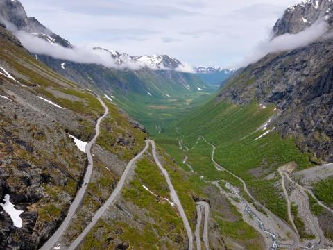A tourist fell to his death in Norway's popular photo-taking destination, the mountain pass of Trollstigen.