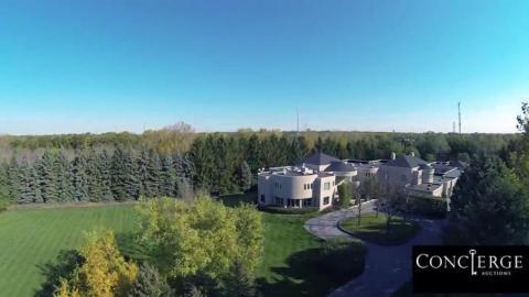 Está vendiendo su terreno en Chicago, originalmente puesto en venta por 29 millones de dólares. Pero, seis años después, la casa sigue en el mercado y tiene un precio de 14,9 millones