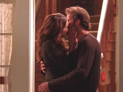 """Lauren Graham y Scott Patterson como Lorelai y Luke en """"Las chicas Gilmore""""."""