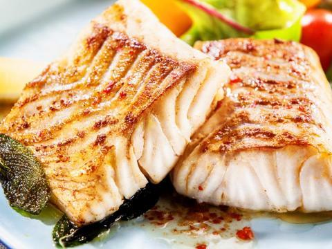 También es bajo en carbohidratos y en grasa.