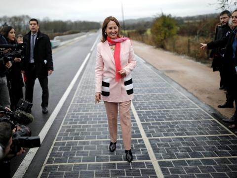 Segolene Royal en la inauguración de la carretera solar.