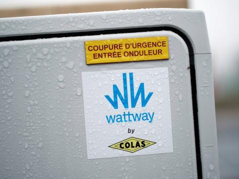 Un cuadro eléctrico para Wattway en la carretera solar.