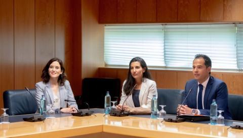 Ciudadanos y Vox desbloquean la investidura de Ayuso en la Asamblea de Madrid.