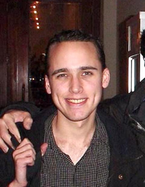 Adrian Lamo, conocido principalmente por irrumpir en redes informáticas de alta seguridad