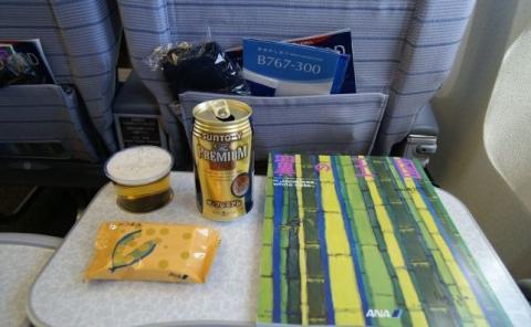 Una o dos latas de cerveza en un vuelo de 10 horas es una medida aceptada.