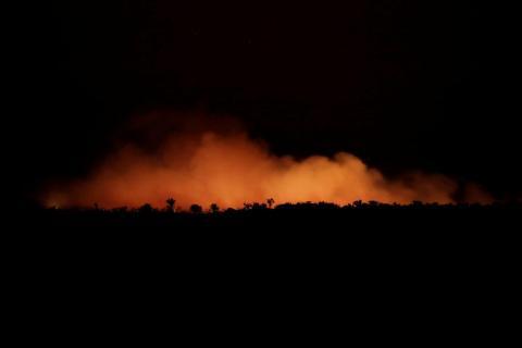 Un área de la selva amazónica cerca de Humaita, Brasil, arde el 17 de agosto de 2019.