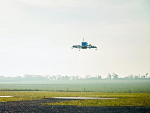 Amazon quiere que las entregas con drones sean una realidad en tan sólo unos meses.