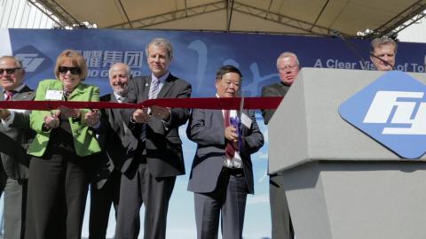 Apertura de la sede de Fuyao América con la presencia del senador Sherrod Brown.