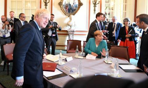 Boris Johnson se reúne con Angela Merkel y Emmanuel Macron en el G7.