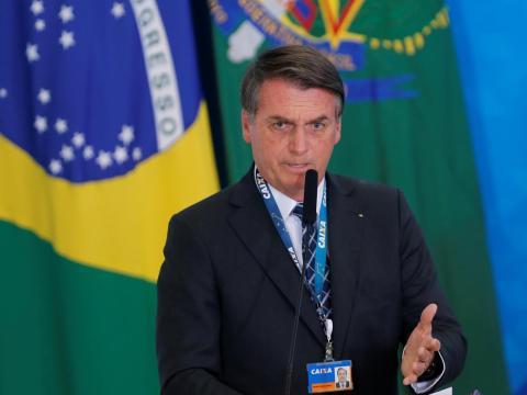 El presidente brasileño Jair Bolsonaro habla en el Palacio de Planalto en Brasilia, el 20 de agosto de 2019.