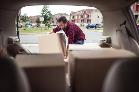 Cargar el maletero: cuidado con el peso en el coche