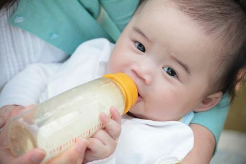 Casos de contaminación alimentaria: en China se intoxicaron muchos niños por leche contaminada con melamina