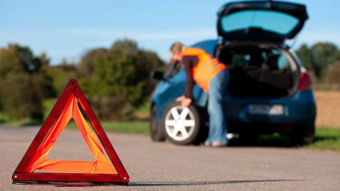 Cómo cambiar la rueda de un coche: recomendaciones y herramientas
