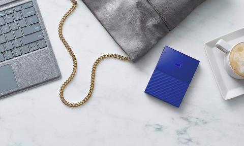 Disco Duro Western Digital de color azul con capacidad de 3 TB