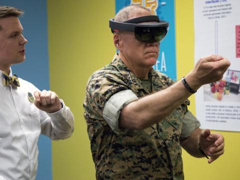 El ejército está probando gafas que emplean reconocimiento facial, así como tecnología que traduce palabras escritas como señales de tráfico.