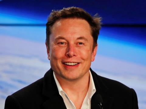 Elon Musk es el fundador y CEO de SpaceX, así como el cofundador y CEO de Tesla.