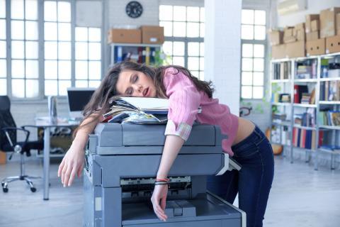 existen determinadas causas físicas, psicológicas o de comportamiento detrás del agotamiento.
