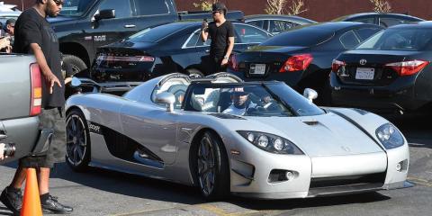 Floyd Mayweather conduciendo un extraño coche de 4,8 millones de dólares Koenigsegg CCXR Trevita en 2015.