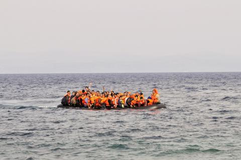 Inmigrantes en el mar.