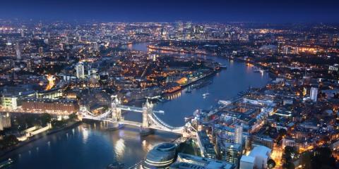 Una vista nocturna de la ciudad de Londres, donde trabaja Jonathan Gold.