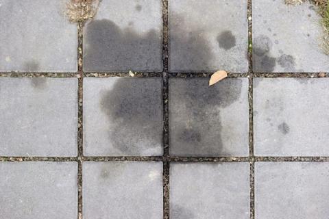 Manchas de aceite de la acera o el suelo
