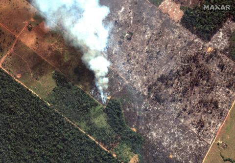 Esta imagen por satélite de Maxar Technologies del 15 de agosto de 2019 muestra una vista detallada de un incendio al suroeste de Porto Velho, Brasil.